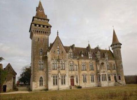 neo-gothic-chateau_SAGU7_52